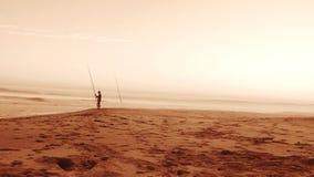Pesca en la oscuridad imagen de archivo
