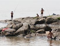Pesca en la playa Imagenes de archivo