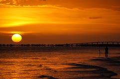 Pesca en la puesta del sol Foto de archivo libre de regalías