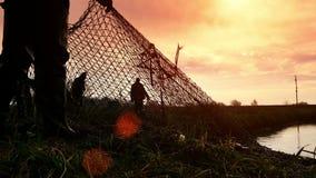 Pesca en la puesta del sol almacen de metraje de vídeo