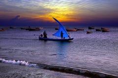 Pesca en la puesta del sol en la India Imagen de archivo libre de regalías
