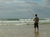 Pesca en mar en la playa Imagen de archivo