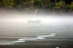 Pesca en niebla imágenes de archivo libres de regalías
