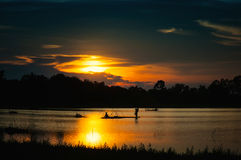 Pesca en puesta del sol Fotografía de archivo
