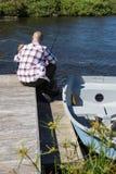 Pesca feliz del hombre con su hijo Imágenes de archivo libres de regalías