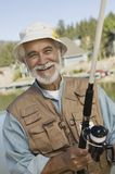 Pesca feliz del hombre mayor Imagen de archivo libre de regalías