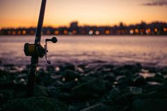 Pesca a fine giornata fotografie stock