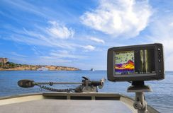 pesca Fishfinder, echolot, sonar alla barca fotografie stock libere da diritti