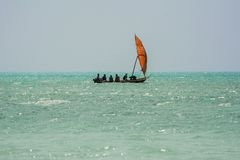 Pesca indo dos pescadores zanzibar tanzânia fotografia de stock royalty free