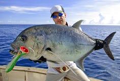 Pesca marittima profonda Presa di Trevally fotografia stock libera da diritti