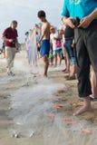 Pesca no estilo chinês da praia Foto de Stock