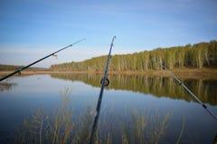 Pesca no lago Imagens de Stock