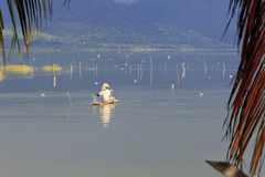 Pesca no lago Bosumtwe Imagem de Stock Royalty Free