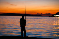 Pesca no por do sol Fotos de Stock Royalty Free
