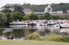 Pesca no rio Meuse imagem de stock royalty free
