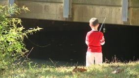 Pesca nova do menino (1 de 9) vídeos de arquivo