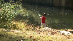 Pesca nova do menino (9 de 9) video estoque