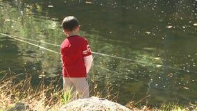 Pesca nova do menino (3 de 9) video estoque