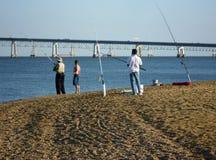 Pesca para la lubina rayada en Sandy Point fotografía de archivo libre de regalías