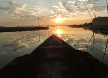 Pesca por la mañana imagenes de archivo