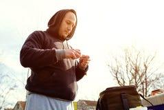 Pesca, preparando cebo imagen de archivo