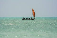 Pesca que va de los pescadores zanzibar tanzania fotografía de archivo libre de regalías