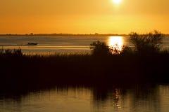 Pesca que va en la salida del sol Fotos de archivo libres de regalías