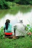 Pesca, relajándose en naturaleza foto de archivo libre de regalías
