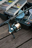 Pesca Rod e casella di attrezzatura fotografie stock