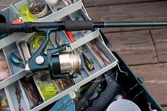 Pesca Rod e casella di attrezzatura Fotografia Stock Libera da Diritti