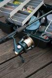 Pesca Rod y rectángulo de trastos Fotos de archivo