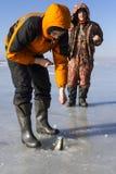 Pesca sul ghiaccio. immagine stock libera da diritti