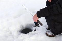 Pesca sul ghiaccio fotografia stock libera da diritti