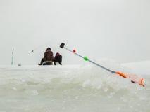 Pesca sul ghiaccio in Russia Immagine Stock
