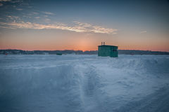 Pesca sul ghiaccio sul lago muskrat Fotografia Stock