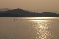 Pesca tradizionale in diga fotografie stock