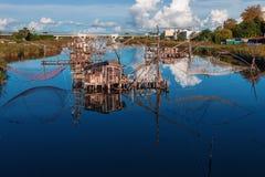 Pesca usando redes en Montenegro en el río Bojana Imagen de archivo libre de regalías