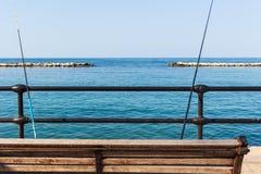 Pesca y mar en la ciudad foto de archivo