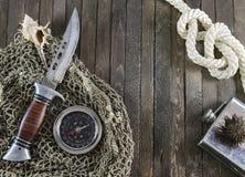 Pesca y todavía del mar vida con el cuchillo y el compás Imagenes de archivo