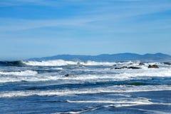 Pescadero海滩,高海浪情况通知 免版税库存照片