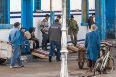 Pescaderos en Essaouira, Marruecos Imagenes de archivo
