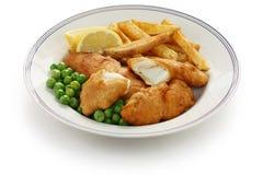 Pescado frito con patatas fritas, alimento británico imágenes de archivo libres de regalías