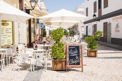 Pescado frito con patatas fritas en Vila Real de Stanto Antonio, Portugal Foto de archivo