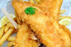 Pescado frito con patatas fritas para llevar imagen de archivo
