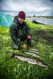 Pescador amador com peixes do pique imagens de stock royalty free