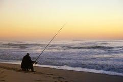 Pescador asentado Imagenes de archivo
