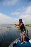 Pescador Bass da pesca do homem Imagens de Stock Royalty Free