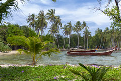 Pescador Boat en Koh Mook Coast Line Fotografía de archivo libre de regalías