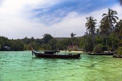 Pescador Boats en Koh Muk Coast Line Fotos de archivo libres de regalías