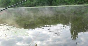 Pescador Caught Fish On un gancho metrajes